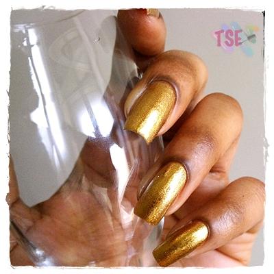 Tin-tin!! Meu escolhido para o Reveillon: Pepita de ouro (Dote - 2 camadas) + GoldenEye (OPI - 1 camada).